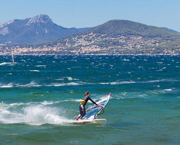 Windsurf Hyeres Apprendre Et Faire Du Windsurf Dans Le Var