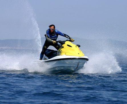 Faire du jet-ski sur la Presqu'ile de Giens